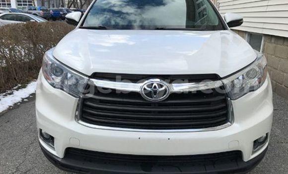 Buy Toyota Highlander White Car in Addis Ababa in Ethiopia